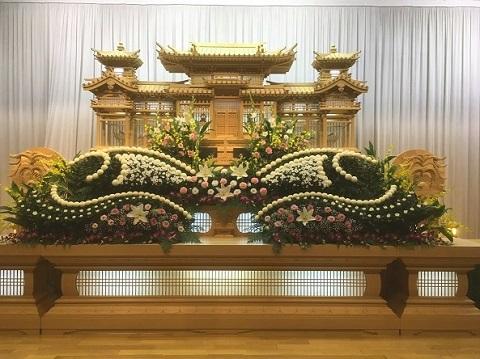 花はな様 生花祭壇事例1